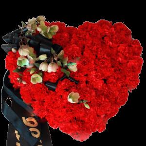 Траурный ВЕНОК СЕРДЦЕ из исскуственных цветов – Красной гвоздки 40х40см