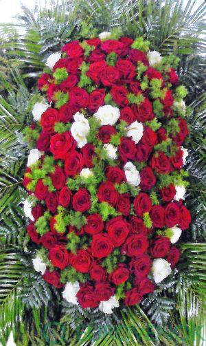 Венок из живых цветов №04-100 см .